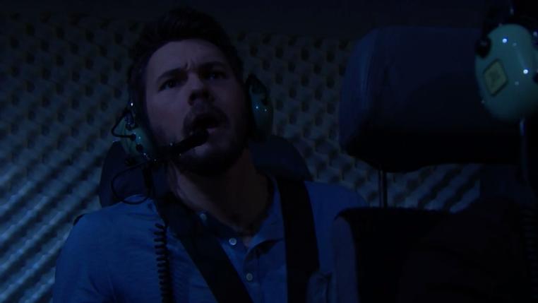 Liam sull'elicottero si dirige da Hope a Catalina Beautiful
