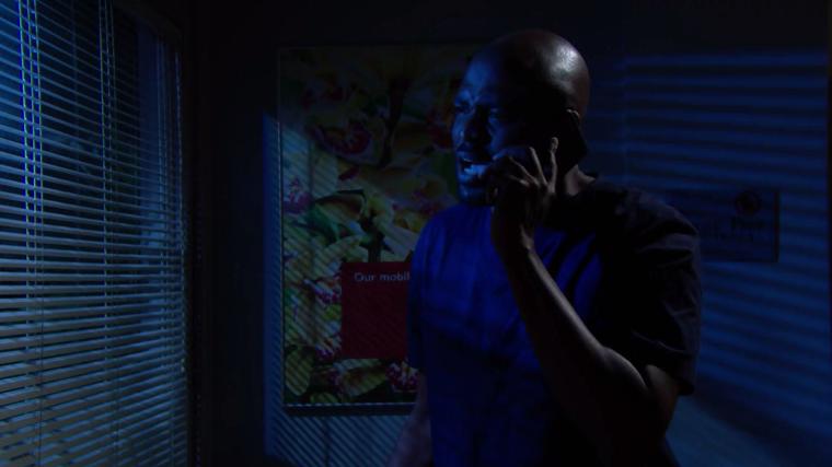 Reese telefona il suo creditore chiedendo di lasciar perdere Zoe Beautiful